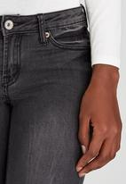 Brave Soul - Vintage Wash Knee Rip Skinny Jeans Dark Grey