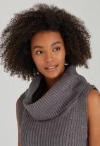 Brave Soul - Chunky Sleeveless Cowl Knit Grey