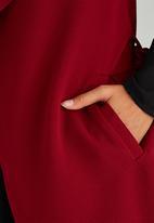 STYLE REPUBLIC - Sleeveless Soft Trench Dark Red