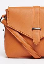 BLACKCHERRY - Cross-body Bag Tan