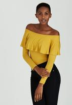 c(inch) - Off The Shoulder Frill Top Yellow