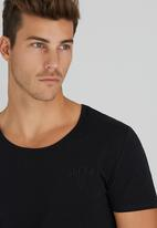 GUESS - S/S Crew Neck Collection Tee Black
