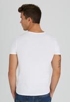 GUESS - S/S Core Collection Tee White
