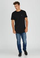 GUESS - S/S Essential Long Tee W/Pocket Black