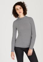 c(inch) - Turtle Neck Long Sleeve Top Black and White