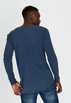 Silent Theory - Long Sleeve Pigment Tail T-Shirt Blue