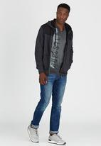 GUESS - S/S BSC Extended Wash Tee Black