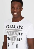 GUESS - S/S BSC Inverted Tri Crew Tee White