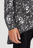 adam&eve; - Printed Alana Swing Shirt Black and White
