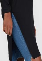 c(inch) - Longer Length Top With Slits Black