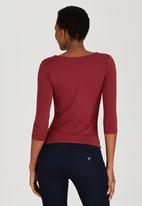 GUESS - Keyhole Top Red