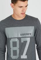SOVIET - Otto L/Slv Printed Tee Dark Grey