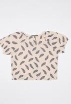 POP CANDY - Feather Printed Tee Pale Pink