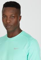 Nike - Nike DF Miler T-Shirt Mid Green