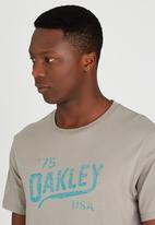 Oakley - MENS OAKLEY LEGS REVERSE TEE Mid Grey