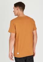 Wrangler - Kabel T-Shirt Mid Brown