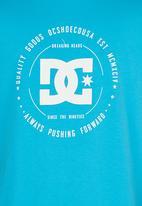 DC - Built Up Boys Tee Mid Blue