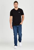 Billabong  - Icon V Short Sleeve T-Shirt Black