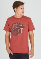 Wrangler - Bens Helmet Tee Red