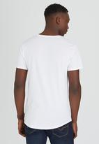 GUESS - S/S Essential Long Tee W/Pocket White
