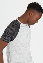 Brave Soul - Crew Neck T-Shirt with Contrast Sleeves Grey