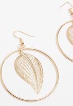 POP CANDY - Leaf Charm Hoop Earrings Gold