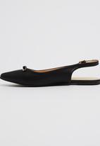 Gino Paoli - Pointed-toe Flats Black