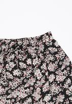 Rebel Republic - Printed Shorts Black