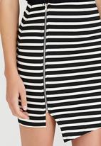 c(inch) - Asymmetrical Mini Skirt Black and White