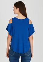 edit - Volume Cold-shoulder T-shirt Blue