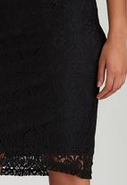 edit - Fitted Lace Skirt Black