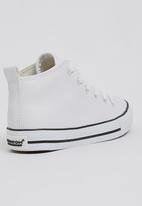 Foot Focus - High Top Sneaker White