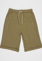 Soobe - Capri Shorts Khaki Green