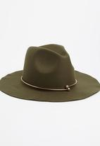 STYLE REPUBLIC - Fedora Hat with Gold Metal Detail Khaki Green