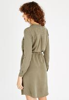 50ce0e8a167 Viola Long Sleeve Shirt Dress Khaki Green ONLY Casual