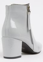 Jada - Clare Pale Grey