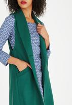 AMANDA LAIRD CHERRY - Ilaria Wool-like Longline Gilet Green