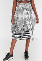 Chulaap - Diamond Print Paperbag Waist Skirt Black and White