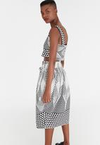 Chulaap - Diamond Print Crop Top Black and White
