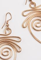 Joy Collectables - Twisted Earrings Rose gold