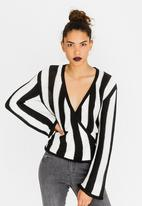STYLE REPUBLIC - Wrap Cardigan Black and White