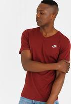 Nike - NSW Tee Vnk Club Embrd Ftra Dark Red