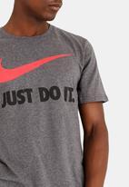Nike - NSW Tee Jdi Swoosh New Charcoal