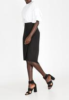 STYLE REPUBLIC - Dip Hem Fitted Skirt Black