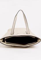 BLACKCHERRY - Detail Shoulder bag Beige