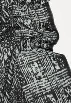 STYLE REPUBLIC - Printed Scarf Black