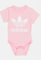 adidas Originals - Baby Trefoil onesie - pink & white