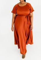 AMANDA LAIRD CHERRY - Thulisile Satin-like Maxi Dress Rust