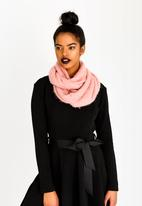STYLE REPUBLIC - Fluffy Snood Pale Pink