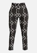 Chulaap - Diamond Print Cigarette Pants Black and White